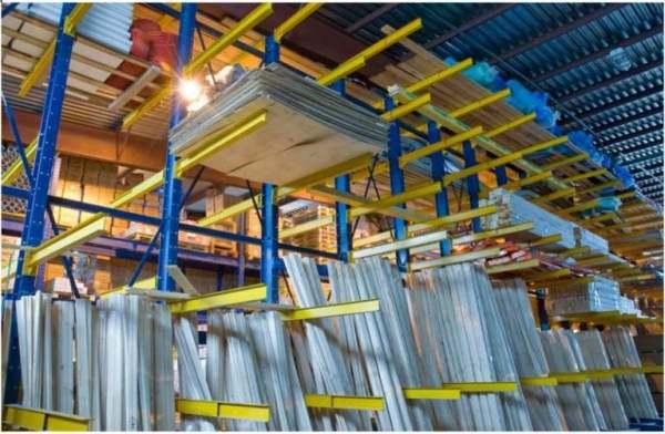 Вертикальные стеллажи для хранения товаров